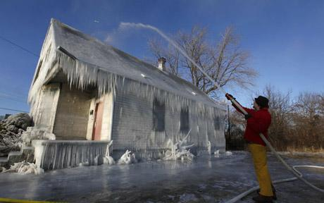 Detroit Ice House draws attention to nation's foreclosure crisis.