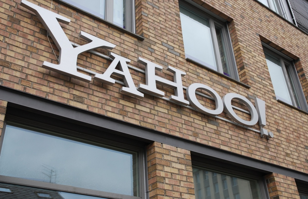 Yahoo wins approval for a new corporate campus in Santa Clara, CA.